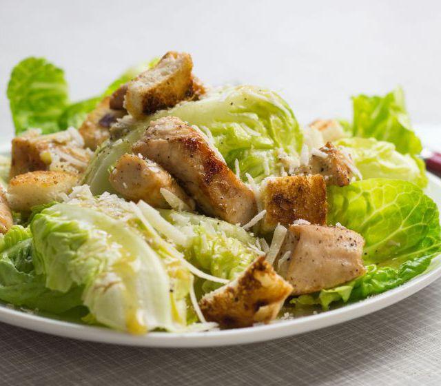 Caesar Salad mit Putenwürfel