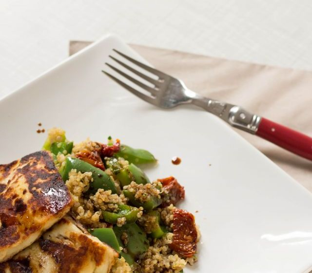 Halloumi auf Quinoa Gemüse