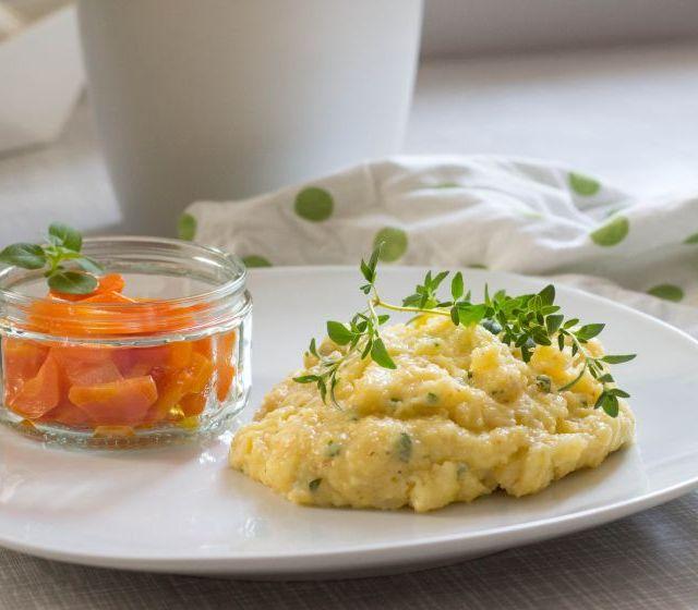 Kräuterpolenta mit Gorgonzola und Butterkarotten