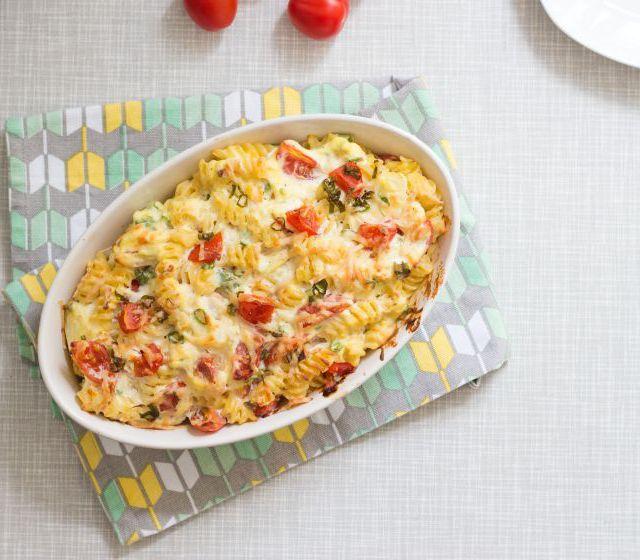 Nudelauflauf mit Ricotta und Tomaten