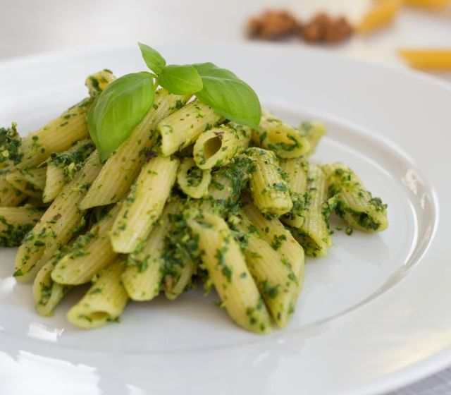 Pasta mit Rucola Walnuss Pesto