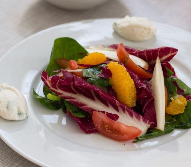 Ziegenfrischkäsenocken mit Salat
