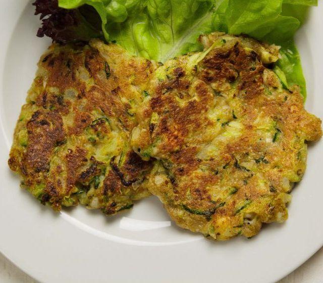 Zucchini-Kürbis-Schafkäsepuffer