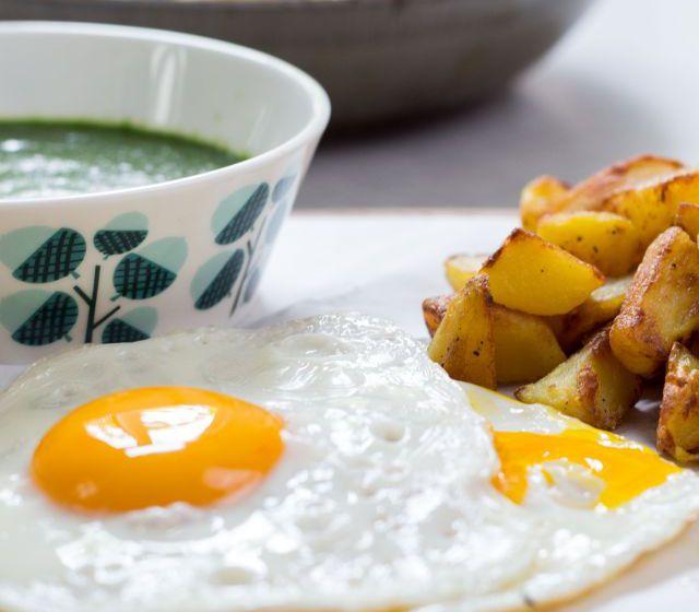 Spinat mit Spiegelei und Kartoffeln