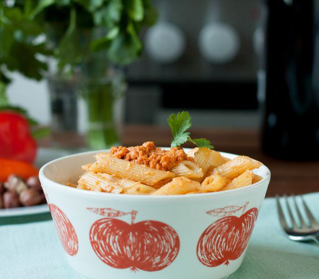 Pasta mit Paprika-Haselnuss-Pesto