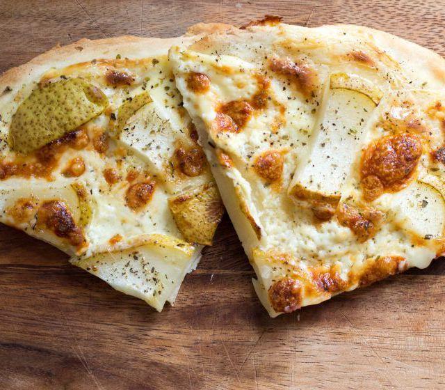 Taleggio-Birnen Flammkuchen